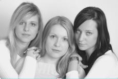 女子3人 仲間外れ